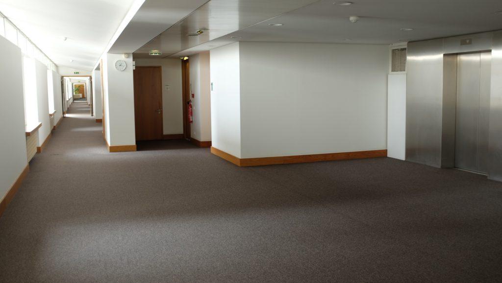 Nouveau palais de justice intérieur en étage